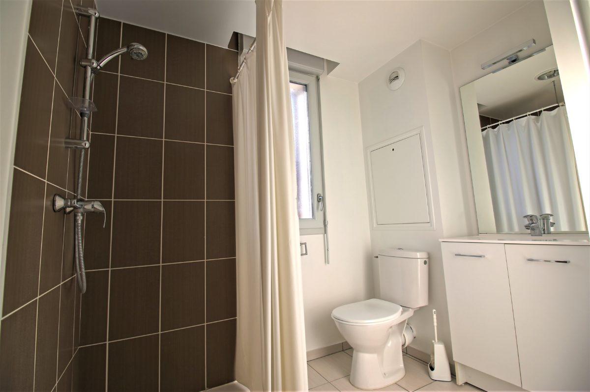Kosy Appart Hotêl - Troyes Equalis - Résidence Equalis à Troyes idéale étudiants - salle de bains